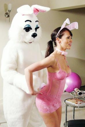 Jennifer Love Hewitt and an easter bunny