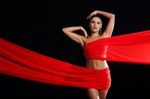 Paloma Bernardi being attacked by red fabric