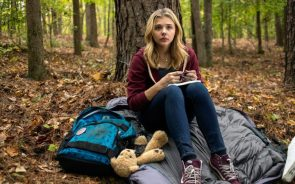 Chloë Grace Moretz lost in the woods