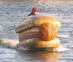 Hot dog boat