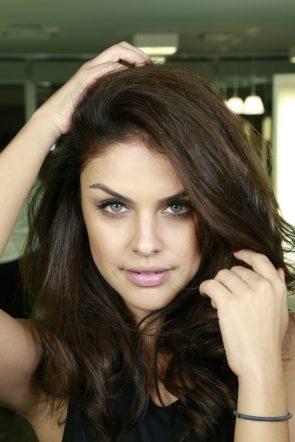 Paloma Bernardi has green eyes