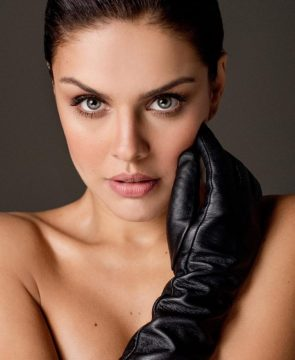 Paloma Bernardi in a leather glove