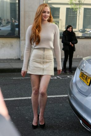 Sophie Turner's shoes are way too small