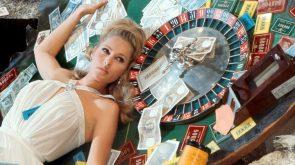 Casino Royale sexpot
