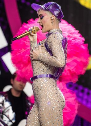 Katy Perry feeling herself up in 2017