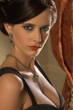 Eva Green in nice necklace
