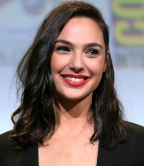 Gal Gadot with bad eye make up