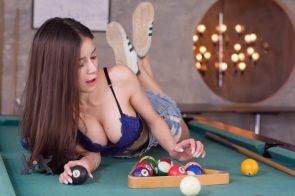 Lanchakorn Yeunyaw Playing Pool