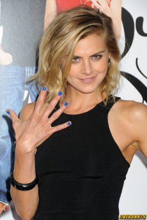 eliza coupe showing off five fingers
