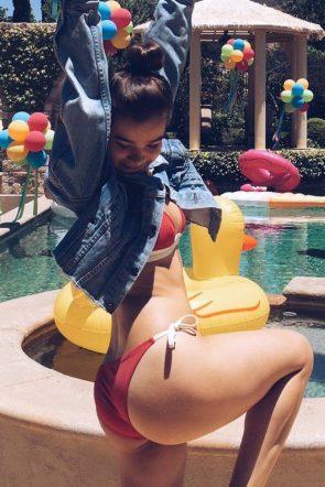 Hailee Steinfeld inspecting her bikini butt