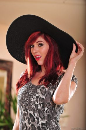 Lauren Phillips in a big floppy hat