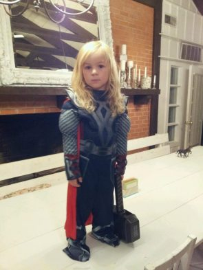 Mini Thor cosplayer