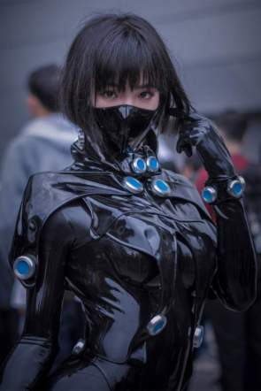latex cosplayer.jpg