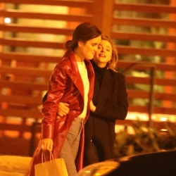 Chloe Moretz Making Out With Kate Harrison in Malibu – 12/3/18 – SuperiorPics Celebrity Forums