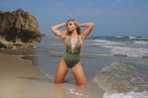 Natalie Jarmay on Instagram: â??resting beach face ð?? â?¢Lensed by @4artistsbyartists â?¢Hair & Makeup by @lastlooksbykarla â?¢AC @zakart15 â?¢PA @chrystalkola Shot with Sony A7Riiâ?¦â?
