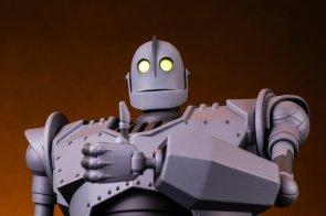 Mondo Mecha – Iron Giant Figure
