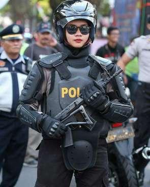 sexy police lady