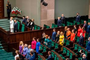 Another photo of Polish opposition lawmakers at the swearing-in ceremony for LGBTphobic President Andrzej Duda of Poland
