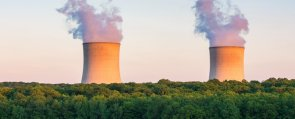25-Year Study of Nuclear vs Renewables Says One Is Clearly Better at Cutting Emissions