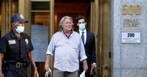 Steve Bannon Loses Lawyer After Suggesting Beheading of Fauci