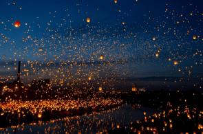 8,000 paper lanterns