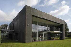 Zombie-resistant house