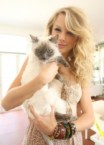 Taylor Swift showing her pussy