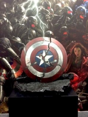Comic con revealing of a cracked Cap's shield