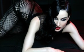 Dita on all fours