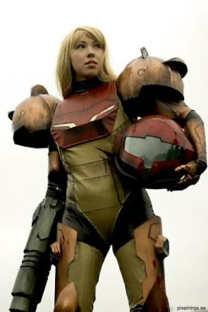 Female Metroid Cosplayer