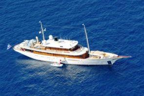 Vajoliroja, Johny Depp's Luxury Yacht