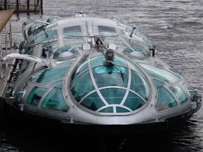 Futuristic submarine thing