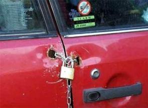 """""""Creative"""" door lock"""