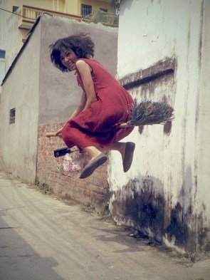 She believe she can  fly