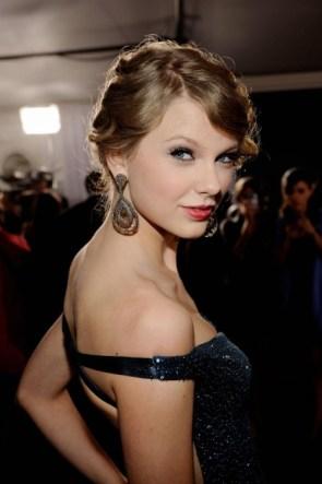 Taylor in black