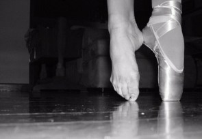 Pointe, one shoe off
