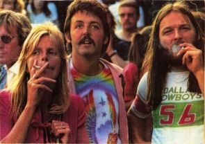Paul and Linda McCartney and David Gilmour smoking