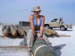 NSFW – Girl On Bomb