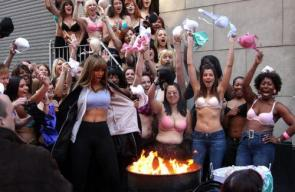 NSFW – Tyra Banks Bra Burning
