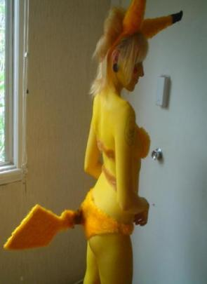 Pokemon Cosplayer