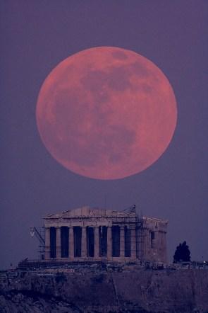 moon and geek building