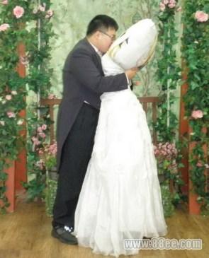 So ronery wedding