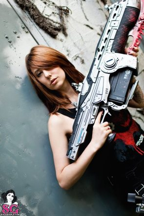 chick with gun from halo