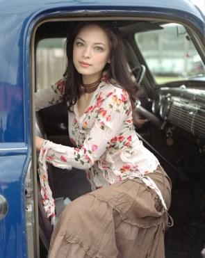 kristen kreuk in car