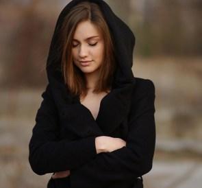 death wears a black hud