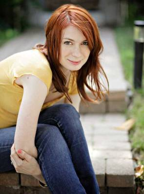 felicia day sits