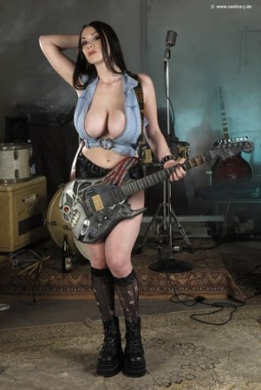NSFW – Hot Rocker Chick