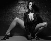 Neve Campbell – Black and White