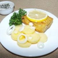 Панирано филе от бяла риба с млечно-майонезен сос