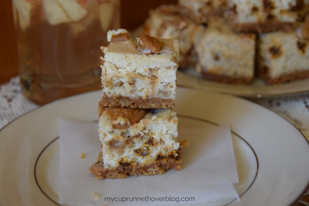 Cinnamon Oreo Cheesecake Bars - These light and yummy cheesecake bars are a perfect dessert for the cinnamon lover in you! Easy, delicious and perfect for Cinco De Mayo.